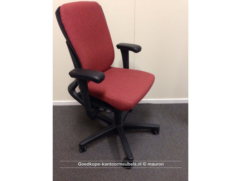Voor alle 35 medewerkers een gebruikte Ahrend 230 stoel in een afwijkende kleur