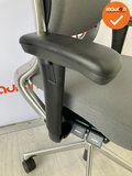 Ahrend 230 - medium rug - lichtgrijze stoffering - Gepolijst voetkruis en rugbeugel