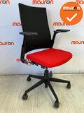 Ahrend 2020 - refurbished - zwart gestoffeerde hoge rug - hergestoffeerde rode zitting - Zwart voetkruis  - Zonder lendesteun