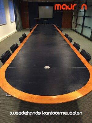 Luxe conferentietafel - Halfrond vormig - 900x150cm - Beuken met leer inleg