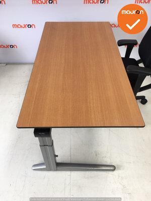 Ahrend bureau - 160x80cm - Beuken - volkern - Essa - Kleur poot naar keuze