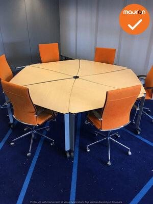 Ahrend vergadertafel - Ahorn - Wielen - Zilvergrijs onderstel