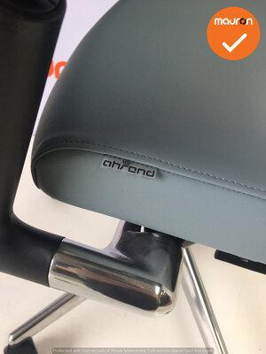 Ahrend 2020 - Hoge rug - Grijs kunstleer - Gepolijst aluminium voetkruis - NIEUWSTAAT
