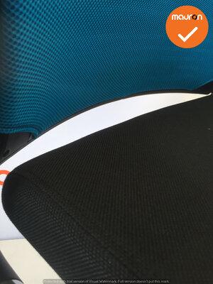 Ahrend 2020 - Hoge rug - nieuw blauw netweave - Nieuw zwart gestoffeerde zitting - Tweedehands